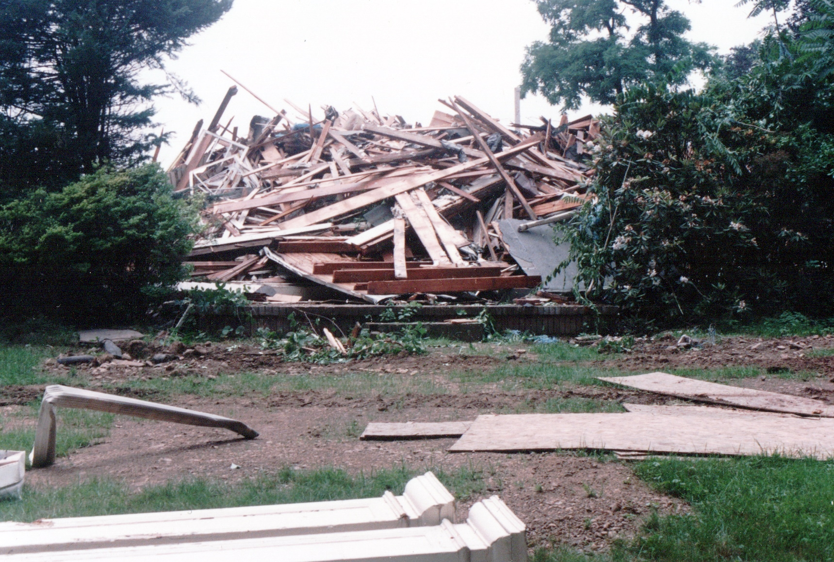 Color photograph of the wreckage of the Sheffield House