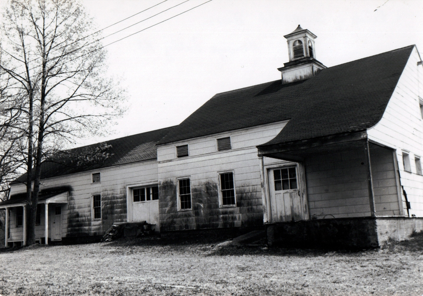 Black and white photo of the read of the Sheffield House